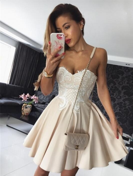 2019 Elegant Cocktail Dresses A-line Sweetheart Short Minit Satin Lace Party Plus Size Homecoming Dresses