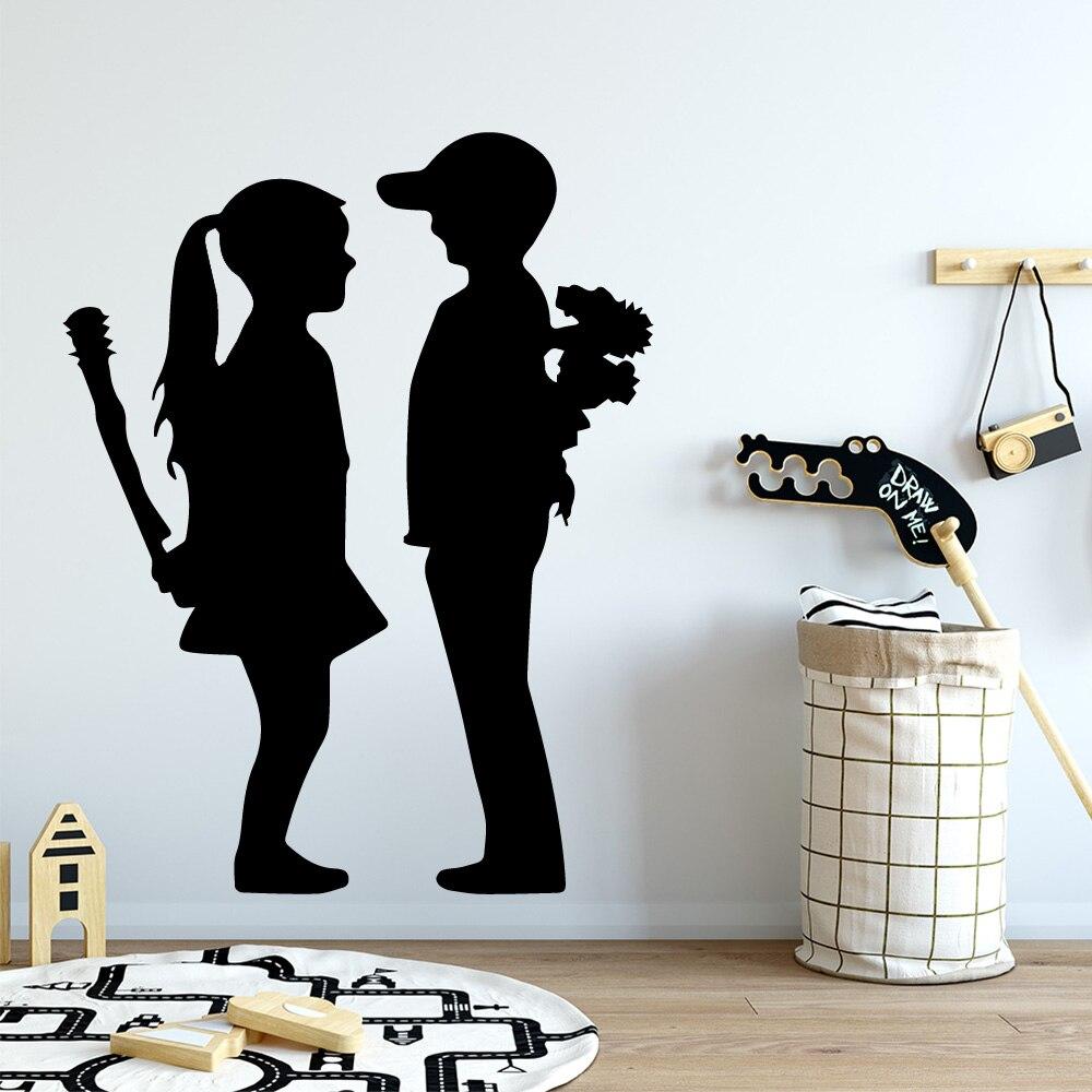 クリエイティブバンクシー少年少女ビニール台所の壁のステッカーの壁紙