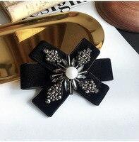Frete Grátis Nova moda mulher Coreano de luxo de veludo preto colar de pérolas broche feminino acessórios colarinho da camisa retro Britânico