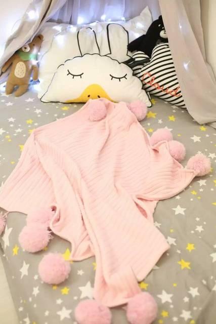 Ins Европа хорошее качество мода Твердые хлопок вязание детские пеленание Новорожденного кондиционер одеяло с шар Шерсть