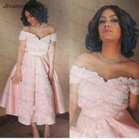 Vintage Short Light Pink Cocktail Dresses Tea Length With White Appliques Cap Sleeve V Neck Saudi Arabian Prom Party Gowns