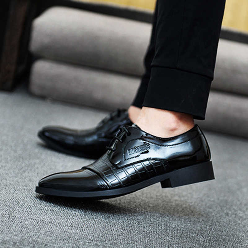 78bd163e8d0 Point Toe Men Dress Shoes Luxury Brand Men s Business Wedding Formal Shoes  Derby Flat Shoes Zapatos