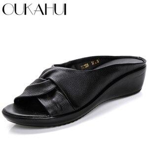 Image 1 - OUKAHUI sandales en cuir véritable à bout ouvert pour femmes, chaussures dété à enfiler à talon Med, à semelles compensées, collection 2020