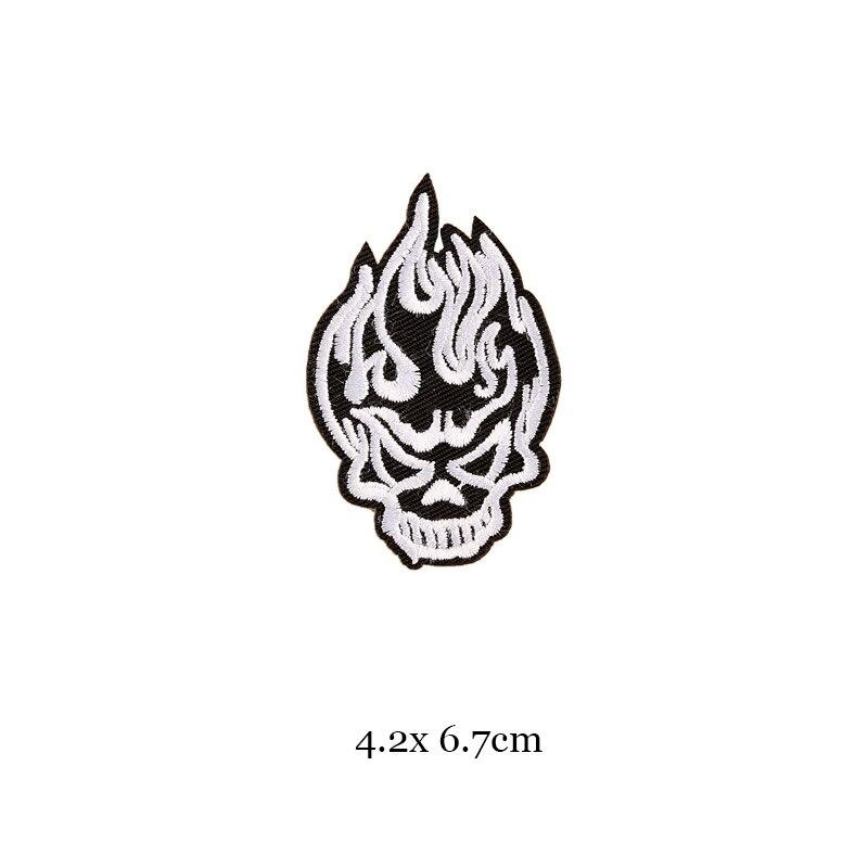 1 шт., черные, белые байкерские нашивки для одежды, железная одежда, аппликация с буквами, Череп, звезда, полосы, вышитая наклейка, круглый значок - Цвет: 2