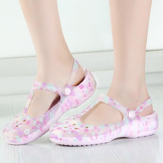 377c664aa62a0 US $9.89 |Plus ukuran mary jane mode simple flat sandal cahaya 2017 croc  nyaman lady pantai malas sepatu hamil manis ungu di Wanita Sandal dari  Sepatu ...
