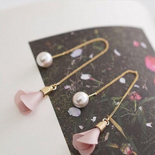 2016 Nuevo Llega Moda Simple Flor Pendientes de Gota de La Vendimia Pendientes Largos Para Las Mujeres Elegantes Simulado Joyería de Perlas Brincos