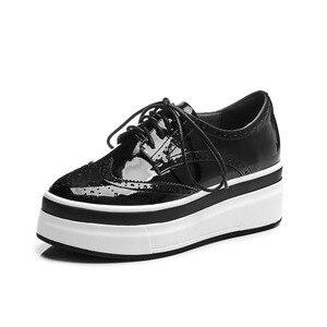 Image 3 - Krazing pot 2019 nova moda dedo do pé redondo ventilado rendas até tênis plataforma inferior grosso primavera confortável sapatos vulcanizados l10