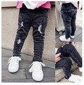 Nuevo 2015 del bebé pantalones vaqueros rasgados pant niños y niñas ropa nueva cabritos de la llegada moda pantalones ropa el envío gratis