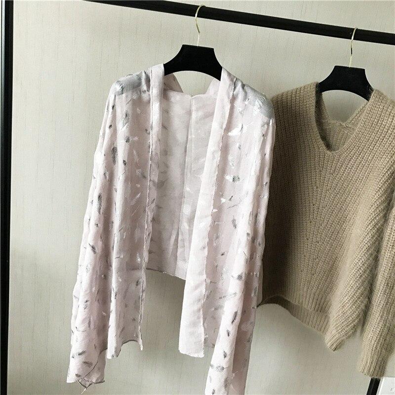 Muotoiltu huivi ylellisyysmerkki Silk Shawl jättää pehmeän - Vaatetustarvikkeet - Valokuva 5