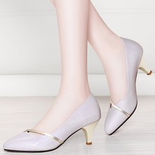 цена на 2019 Women Genuine Leather Shoes Ladies High Heels Shoes Metal Poined Toe Women Pumps New Office Shoes YG-A0161