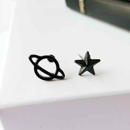 Venta al por mayor, nuevos pendientes de joyería negra/Saturno, tachuelas para mujer, juego de pasadores para mujer, hermoso espacio Retro, perforado, de moda