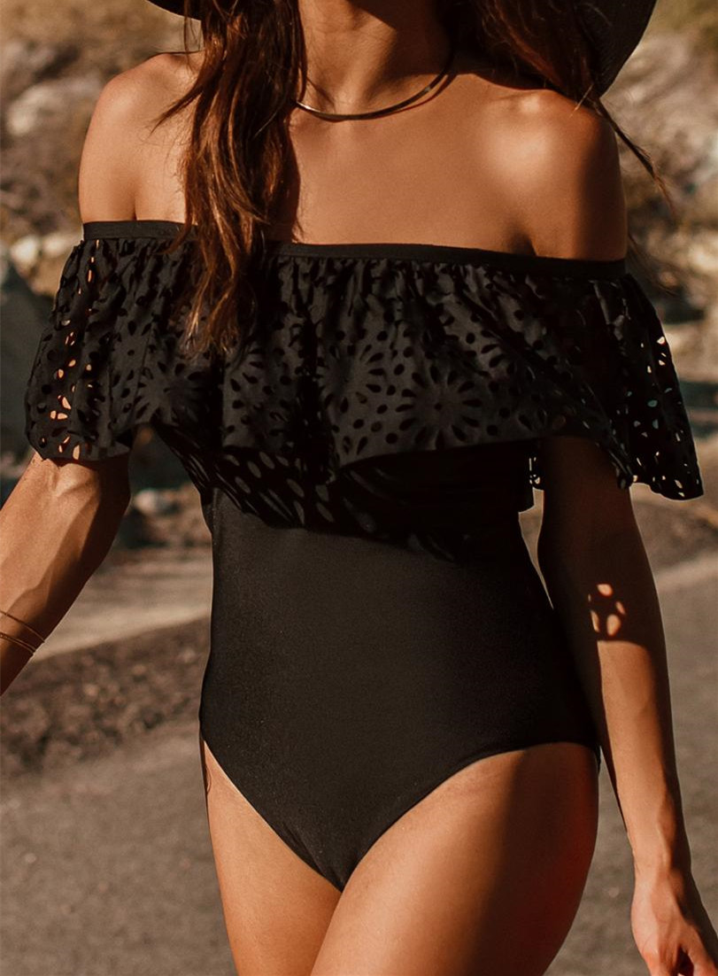 2018 Sexy One Piece Swimsuit Classic Off Shoulder Women Swimwear Ruffle Monokini Retro Black Bodysuit Vintage Bathing Suit Girls