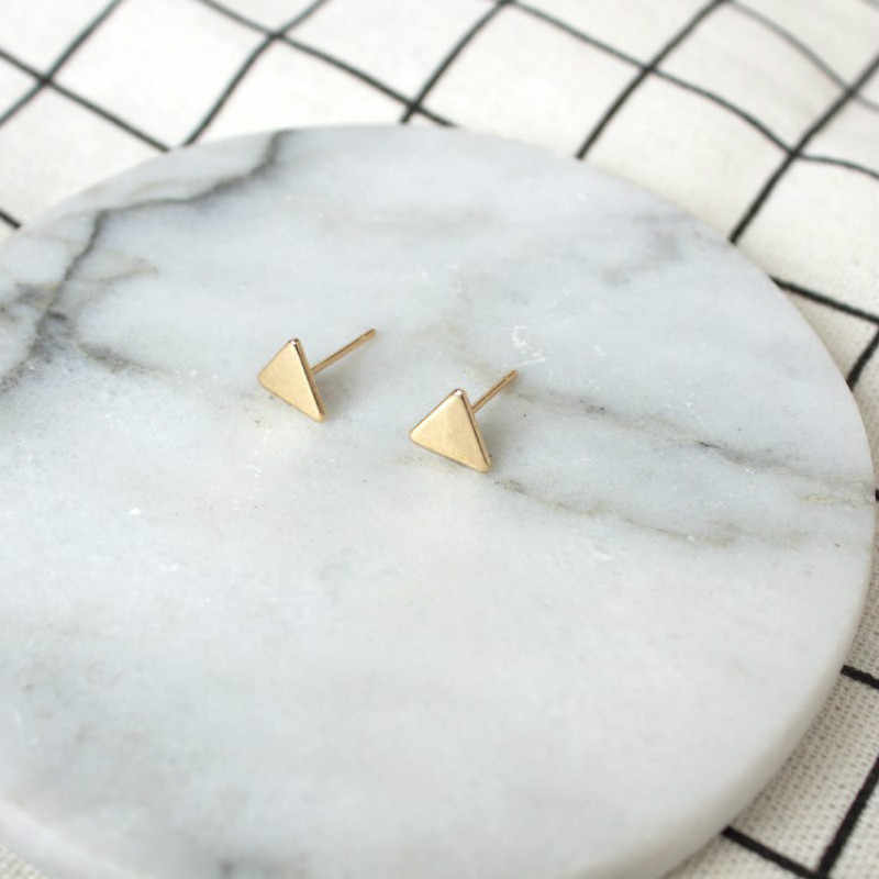 2019 hot Fashion Jewelry Simple Mini Triangle Earrings For Women Gift Small Black All-match Stud Earrings Temperament Brincos