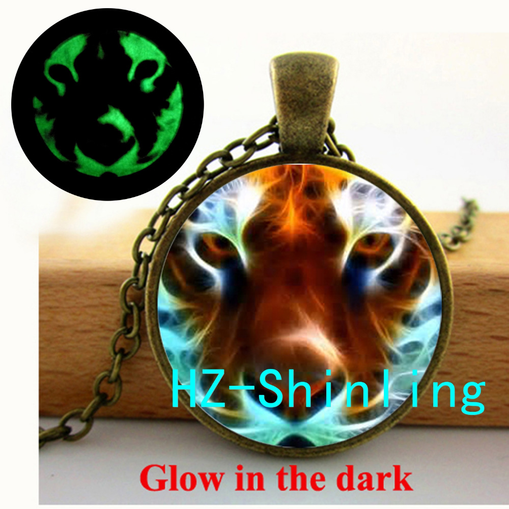 GL-00400 Tiger Glowing Necklace Glass Tiger Pendant Glass Photo Jewelry Wild Animal Glow in The Dark Pendant