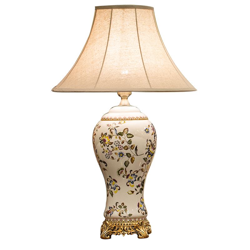 European-style desk lamp American-style retro living room ceramic luxury decoration according to the con