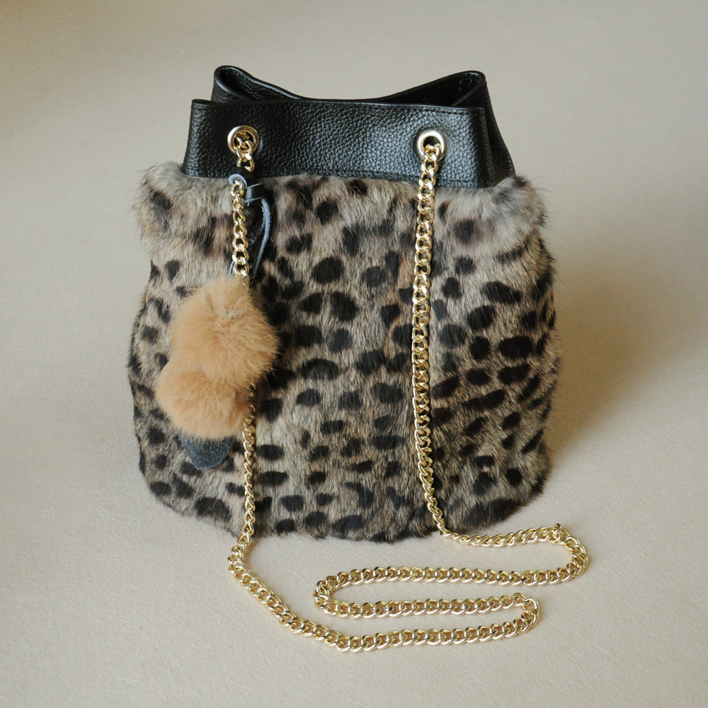 2018 Autumn and Winter New Rabbit Fur Bag Hair Ball Ornament Bucket Leopard Print Messenger Fashion Classic Elegant Leisure майка print bar jack rabbit