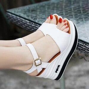 Image 1 - Yüksek kaliteli yaz ayakkabı kadın sandalet deri yüksek topuk kama kadın sandalet sünger kek açık ayak kalın kadın ayakkabı w206