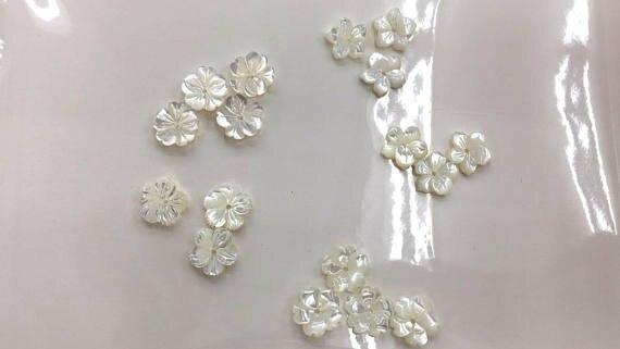 Haute qualité-perles de coquille de vadrouille véritable de 50 pcs 8 \ 10 \ 12mm casquettes de pétale fluoriales Rose fleur sculptée de haute qualité bijoux de coquille blanche