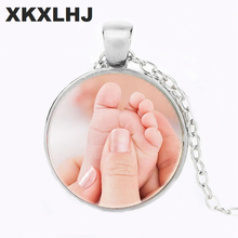 купить XKXLHJ Mom's Baby Little Angel Parent-child Necklace Cute Baby Foot Feet Photo Crystal Glass Cabochon Necklace Love Gift Jewelry по цене 42.9 рублей