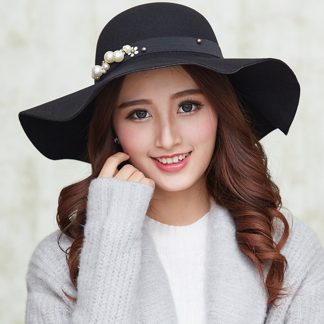 8b7d1c36ec7 Autumn and winter new wool big brim fedora hat Casual British pearl flower  lady fedora hat
