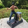 New Bruce Lee doll toy hand model real money do Bruce Lee ornaments solar car classic collection