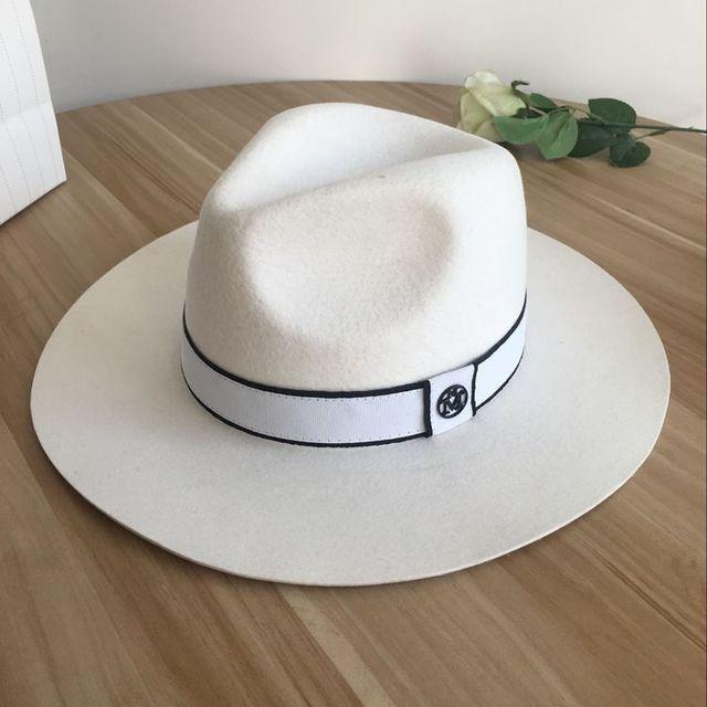 Sombrero de lana blanca M sombrero de ala grande de mujer elegante de alta  sociedad joker 349bbc36870