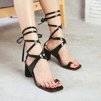 Sandalias de las mujeres del anillo Del Pie de la manera correas cruzadas sandalias de tacón alto zapatos de mujer con tacones gruesos Cuadrados pinzas sandales femmes