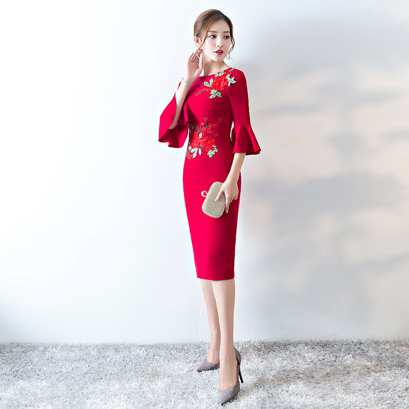 2018 New Bride Horn Sleeve Oriental Wedding Gowns Chinese Evening Dress Modern Cheongsam Red Qipao Embroidery Party Dresses