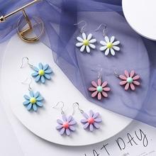 2019 Summer Lovely Cute Blue / White Acrylic Daisy Flower Small Drop Earrings for Women Girls Wedding Charm Jewelry Gift
