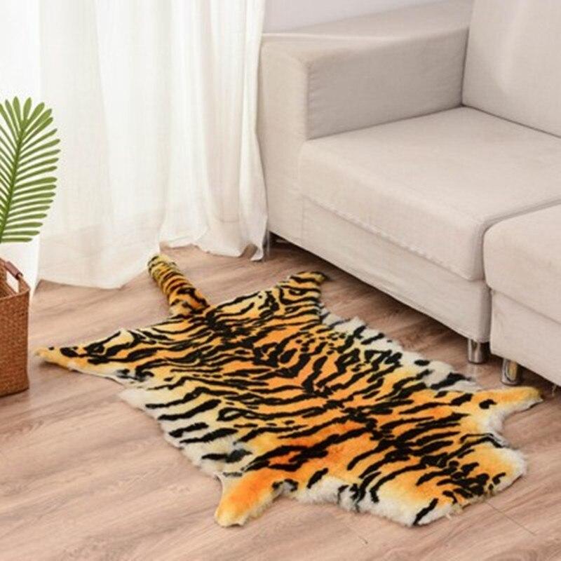 75X110 CM Simulation peau de tigre tapis tentures murales créatif en peau de mouton canapé coussin Action Figure suspendus chaise coussin X949