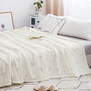 Image 3 - Luxury Bed Linens 230*250cm Soft Flannel Blankets For Double Bed Hot Silver King Size Bedspread Plaid Blankets On The Bed