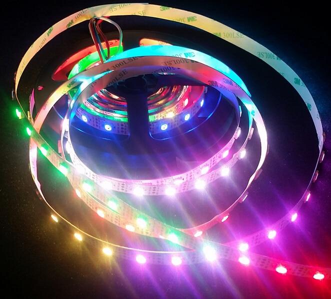 Gratis frakt WS2812B 5050 RGB 30led / m Dream Color LED Strip Light Sort Adresserbar DC5V Ikke Vanntett Full Color LED Strip