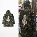 Kanye west yeezy high street bieber foguete bordado parágrafo revestimento de poeira cresce camuflagem com cap camuflagem homens casaco de foguete