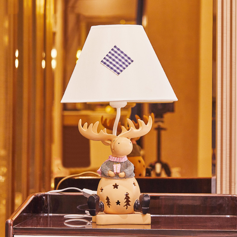 Deer Resin Desk Lamp Bedroom Table Light Cartoon Deer Holding A Gift Desk Lamp Romantic Wedding Room Modern Child Table LampDeer Resin Desk Lamp Bedroom Table Light Cartoon Deer Holding A Gift Desk Lamp Romantic Wedding Room Modern Child Table Lamp