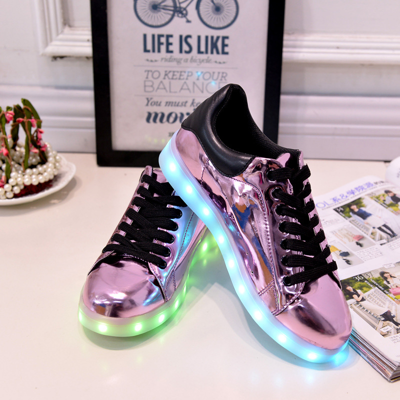 ФОТО Gold Silver Pink Laser Color Fashion LED Light up Lumineuse Flat Casual Shoes Adult Fashion Dance Footwear Glowing Shoes HSE45