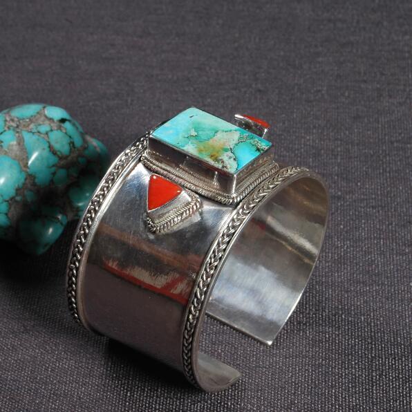 Bracelet de manchette en argent népalais 925 fait à la main large Bracelet de manchette en argent Sterling Bracelet de manchette en pierre verte tibétaine bijoux de bohême