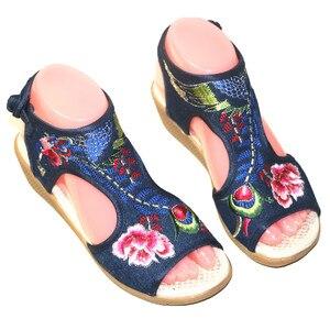 Image 2 - Verão feminino floral bordado peep toe sandálias casuais étnicas vintage tornozelo wrap vestido sapato bohemia estilingue praia apartamentos
