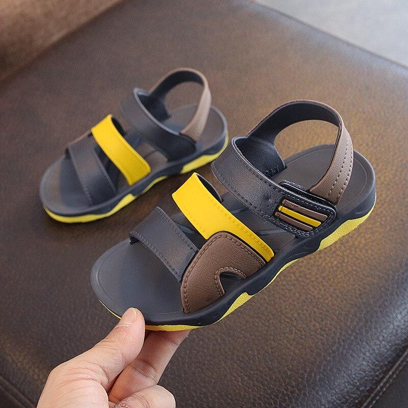 2019 New Summer Enfants Sandales pour Garçons Plat Plage Chaussures Enfants Sport décontracté Étudiant En Cuir Sandales Doux Non-slip mode Sauvage