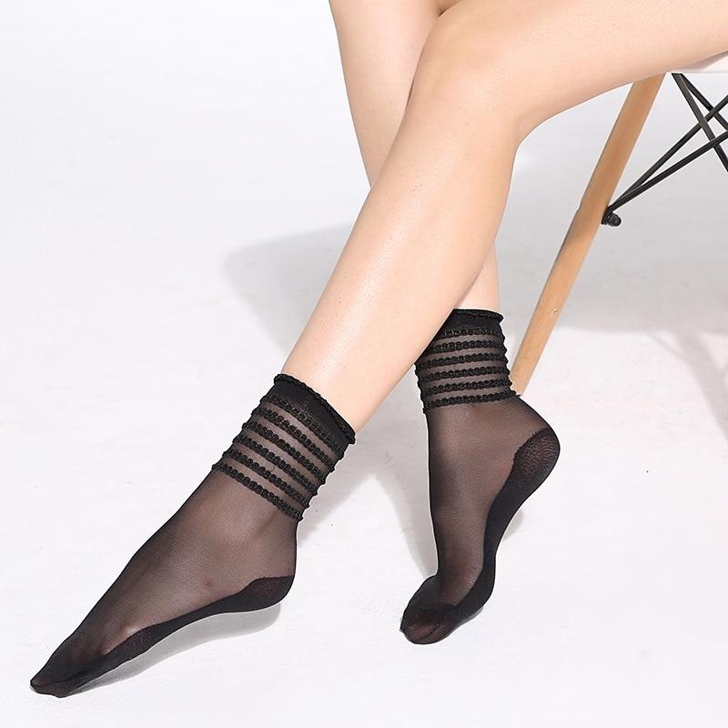 WOMEN/'S  FASHIONABLE LADIES 30 DENIER BLACK ANKLE SOCKS IN A FLOWER DESIGN