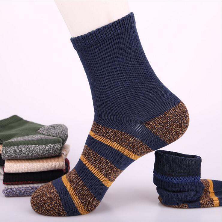 Mid hose socks for men Fashion color stripe male socks comfortable 2017 New Autumn winter thick cotton socks 5pairs wholesale
