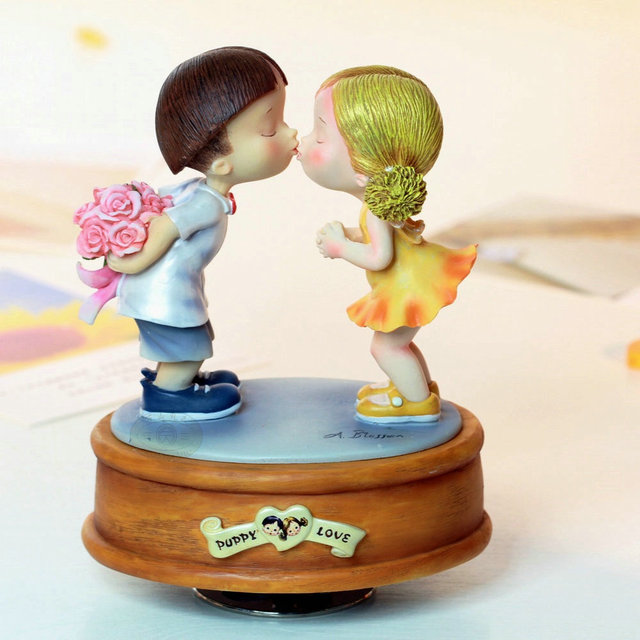 Rotating Music Box Resin Lovers Birthday Gift Girlfriend Wedding Gifts Home Decoration