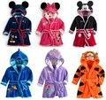 2016 Nuevo Bebé albornoz Pijamas embroman la ropa de Mickey Minnie albornoz homewear del bebé muchachas de los muchachos encapuchados roban