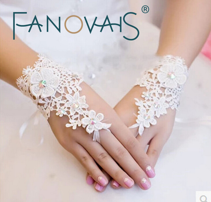 Hot Selling Beaded Lace Fingerless Wedding Gloves Wrist Length Bridal Gloves Cheap Price Lace Bridal Handwear
