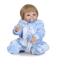 57 см полный силиконовые возрождается для маленьких мальчиков Куклы реалистичные новорожденный мальчик с голубой Костюмы Детский подарок