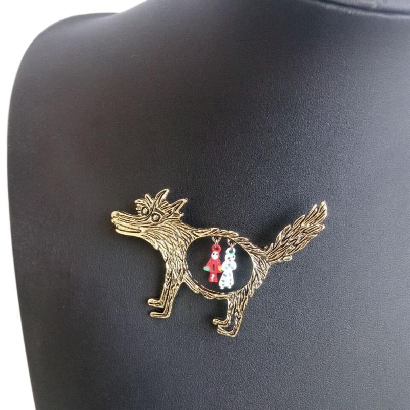 New Fashion 1pcs Vintage Wolf Brooch jewelry Cute Cartoon Little Red Riding Hood Epaulette Brooches