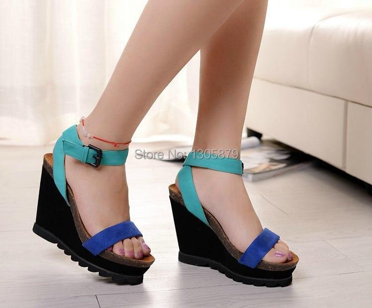 Фото девушка в сандалях