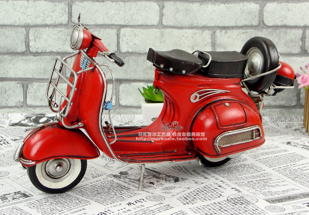 Retro Italië Stijl Handgemaakte Metalen Motorcycle Model Manual Home Decoratie Kunst en Ambachten Voor Coffee Shop Verjaardag scooter-in Figuren & Miniaturen van Huis & Tuin op  Groep 1