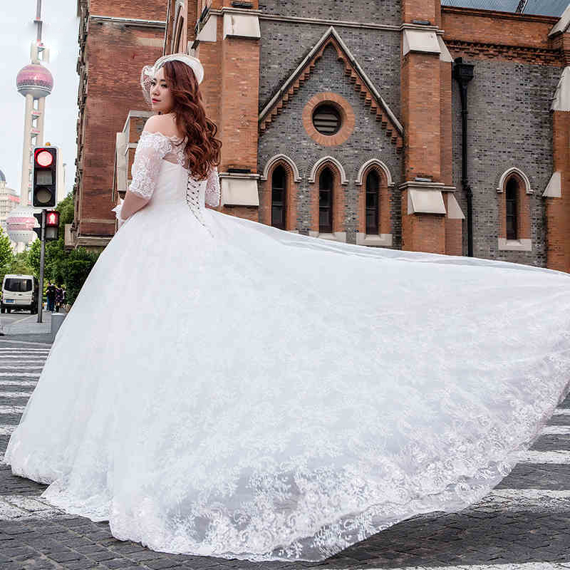 Long Train Luxury Wedding Gowns 2016 Lace Cute Princess Bandage Dress Boat Plus Size