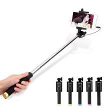 Hot Selling Universal Portable Uitschuifbare Handheld Wired Stretchable Handheld Selfie Stick voor telefoon