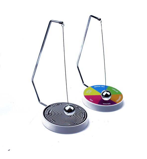 Magic Decision Maker Pendulum Ball Toy Magnetic Interesting Office Toys Desk Decoration Fun Gift